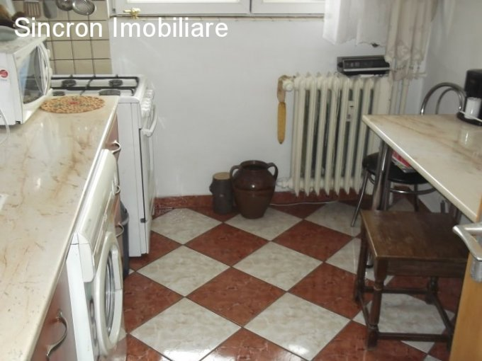agentie imobiliara vand apartament semidecomandat, in zona Titan, orasul Bucuresti