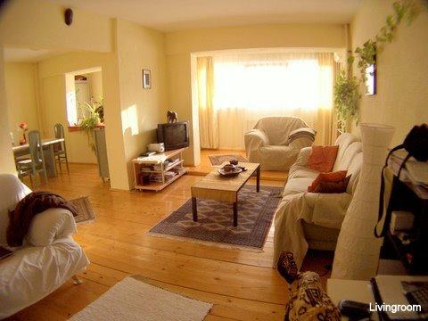 Apartament de inchiriat direct de la agentie imobiliara, in Bucuresti, in zona Cismigiu, cu 500 euro. 1  balcon, 1 grup sanitar, suprafata utila 70 mp.