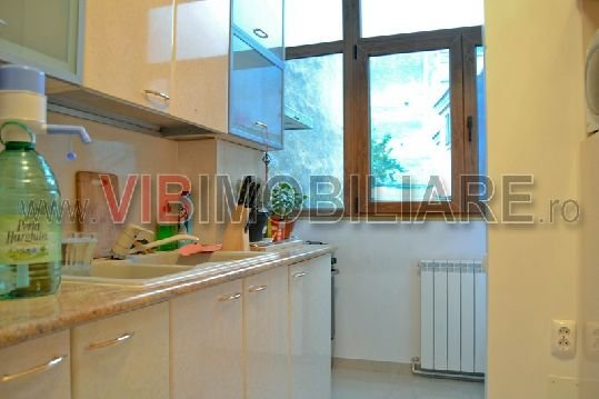 Apartament cu 2 camere de vanzare, confort Redus, zona Universitate,  Bucuresti