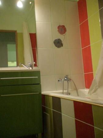 vanzare apartament cu 3 camere, decomandat, in zona Campia Libertatii, orasul Bucuresti