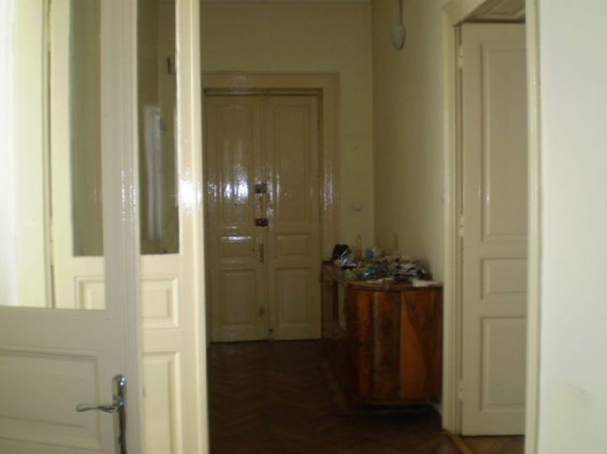 inchiriere apartament cu 3 camere, decomandat, in zona Centrul Istoric, orasul Bucuresti