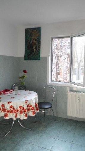 vanzare apartament cu 3 camere, semidecomandat, in zona Alexandru Obregia, orasul Bucuresti
