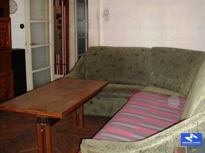 vanzare apartament semidecomandat, zona Unirii, orasul Bucuresti, suprafata utila 70 mp