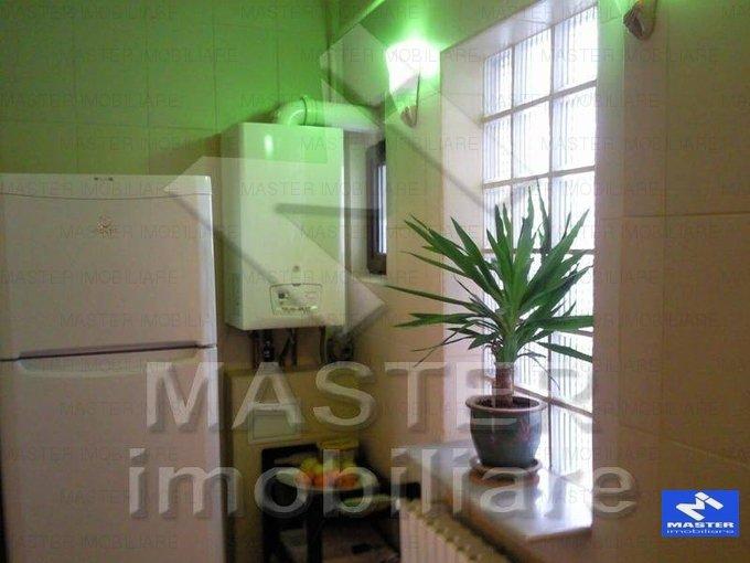 vanzare apartament cu 3 camere, semidecomandat, in zona Dacia, orasul Bucuresti