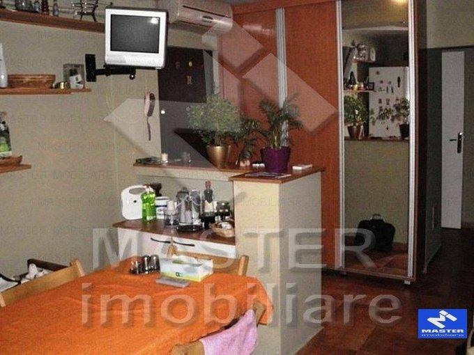vanzare apartament decomandat, zona Unirii, orasul Bucuresti, suprafata utila 85 mp