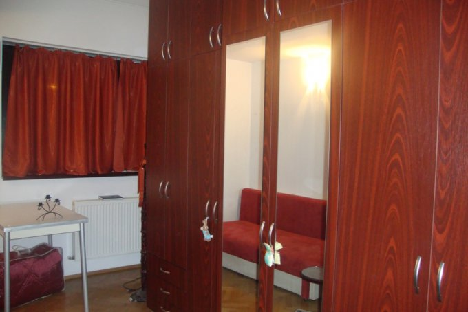 vanzare apartament cu 3 camere, decomandat, in zona Ferdinand, orasul Bucuresti