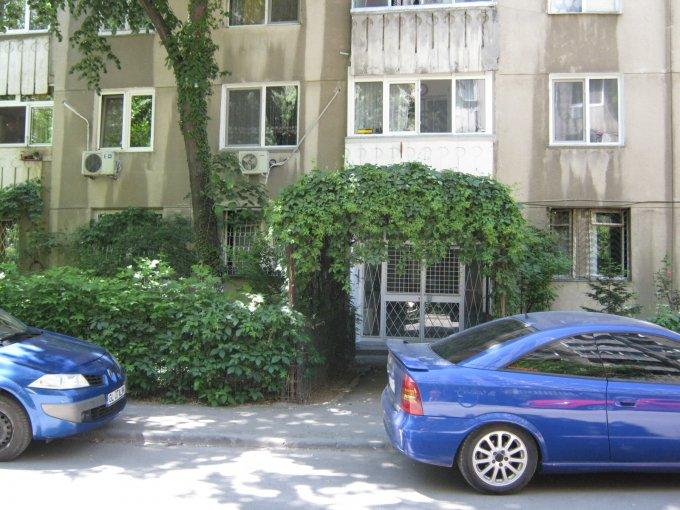 proprietar vand apartament semidecomandat, in zona Drumul Taberei, orasul Bucuresti