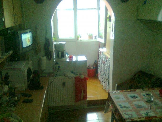 vanzare apartament cu 3 camere, semidecomandat, orasul Bucuresti