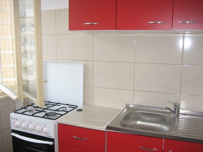 inchiriere apartament cu 3 camere, semidecomandat, orasul Bucuresti