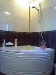 Apartament cu 3 camere de vanzare, confort 1, zona 1 Mai,  Bucuresti