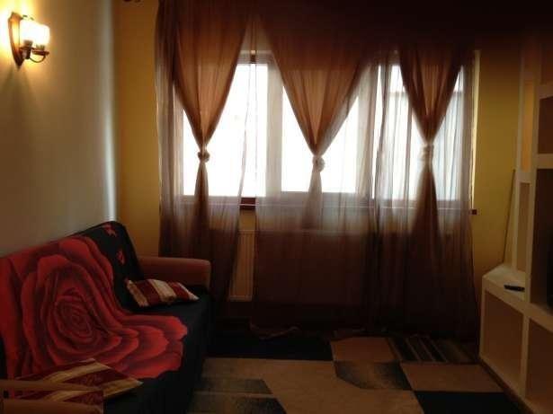 vanzare apartament cu 3 camere, semidecomandat, in zona Decebal, orasul Bucuresti