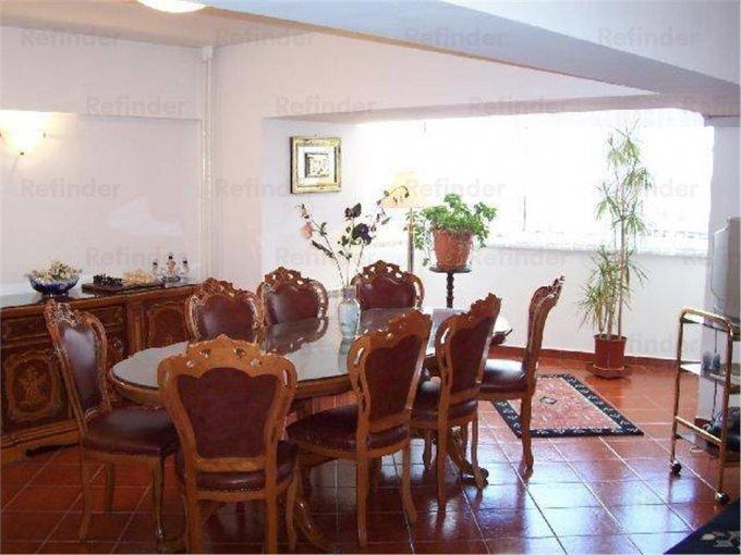 Apartament de inchiriat in Bucuresti cu 3 camere, cu 2 grupuri sanitare, suprafata utila 130 mp. Pret: 700 euro.