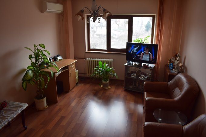 Apartament vanzare Bucuresti 3 camere, suprafata utila 69 mp, 2 grupuri sanitare, 1  balcon. 79.500 euro negociabil. Etajul 3 / 4. Apartament Dristor Bucuresti