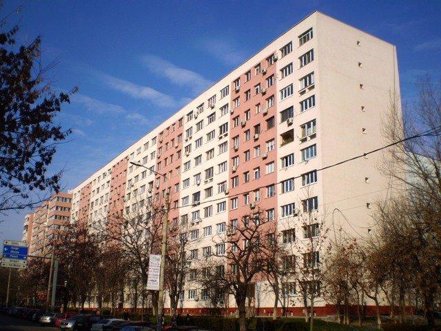 vanzare Apartament Bucuresti cu 3 camere, cu 1 grup sanitar, suprafata utila 70 mp. Pret: 78.000 euro. Incalzire: Incalzire prin termoficare.