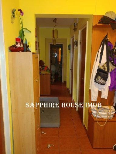 Apartament de vanzare in Bucuresti cu 3 camere, cu 1 grup sanitar, suprafata utila 70 mp. Pret: 79.900 euro negociabil. Usa intrare: Metal. Usi interioare: Lemn.