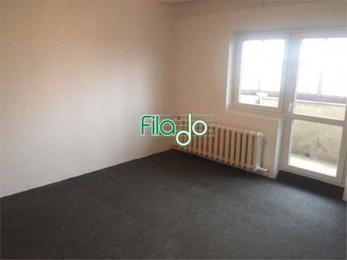 Apartament vanzare Decebal cu 3 camere, etajul 8 / 8, 2 grupuri sanitare, cu suprafata de 78 mp. Bucuresti, zona Decebal.