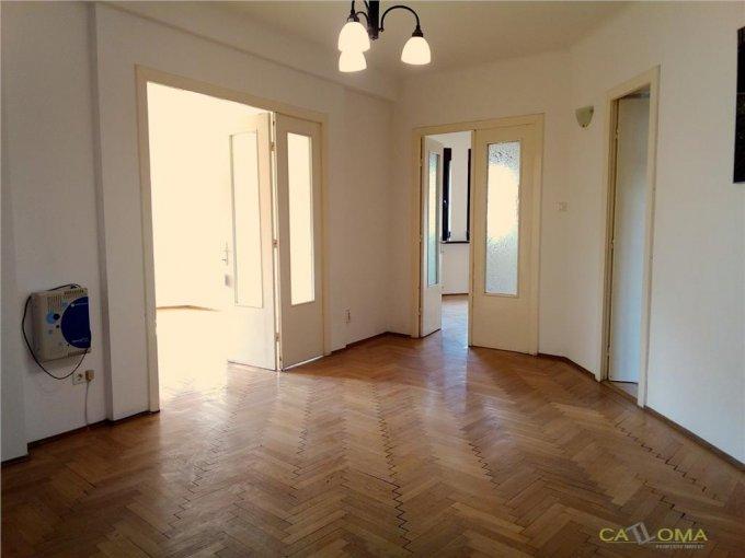 Apartament inchiriere Bucuresti 3 camere, suprafata utila 100 mp, 2 grupuri sanitare. 700 euro. Etajul 3 / 4. Apartament Dorobanti Bucuresti