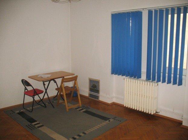 Apartament de vanzare direct de la agentie imobiliara, in Bucuresti, in zona Cismigiu, cu 99.000 euro. 1  balcon, 2 grupuri sanitare, suprafata utila 80 mp.