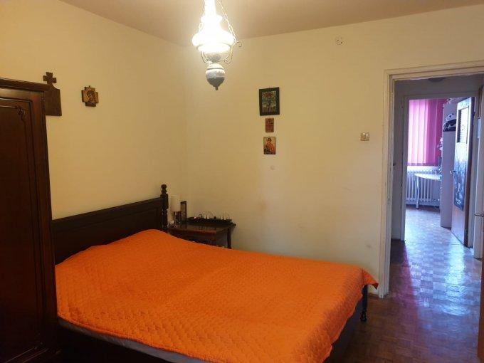 Apartament de vanzare in Bucuresti cu 3 camere, cu 1 grup sanitar, suprafata utila 66 mp. Pret: 70.000 euro. Usa intrare: Metal.