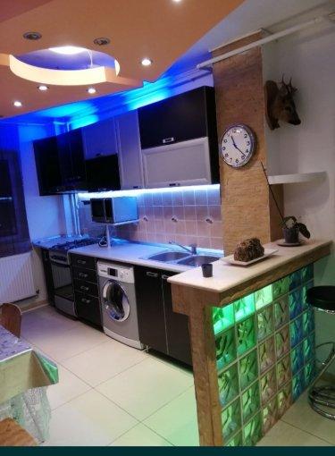 inchiriere Duplex Bucuresti cu 3 camere, cu 2 grupuri sanitare, suprafata utila 75 mp. Pret: 400 euro. Incalzire: Incalzire prin termoficare. Racire: Aer conditionat.