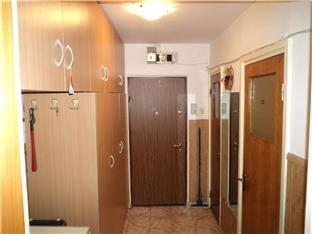 vanzare apartament cu 3 camere, semidecomandata, in zona Salajan, orasul Bucuresti