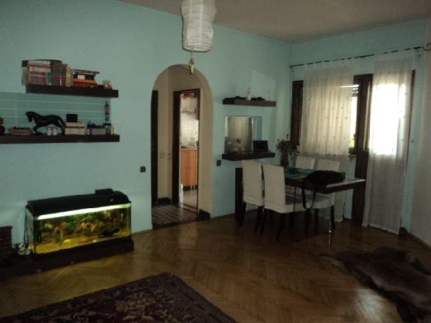 agentie imobiliara vand apartament nedecomandata, in zona Kogalniceanu, orasul Bucuresti