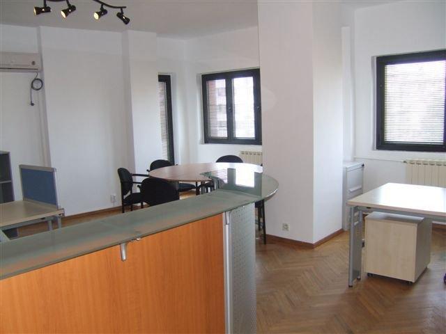 vanzare apartament cu 3 camere, decomandat, in zona Dacia, orasul Bucuresti