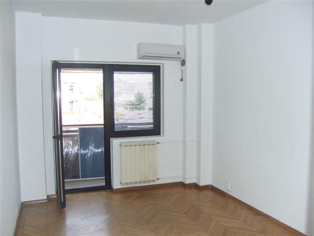 agentie imobiliara vand apartament decomandat, in zona Dacia, orasul Bucuresti