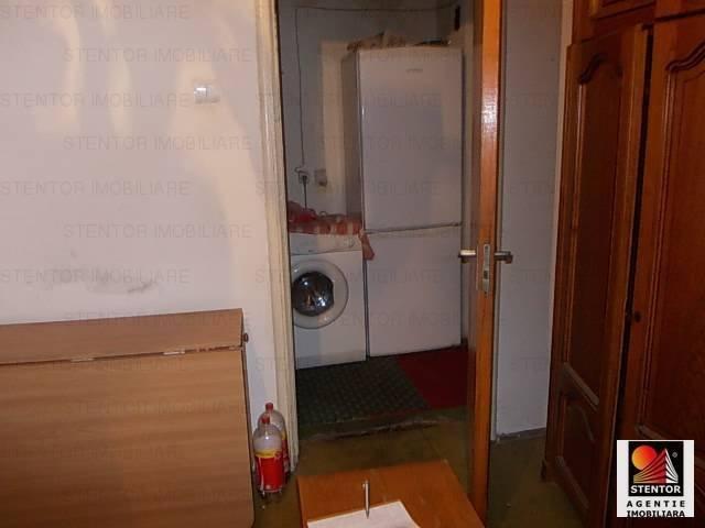 vanzare apartament cu 3 camere, semidecomandat, in zona Militari, orasul Bucuresti