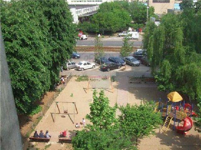 Apartament cu 3 camere de vanzare, confort 2, zona Drumul Taberei,  Bucuresti