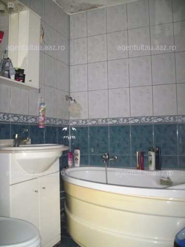 vanzare apartament cu 3 camere, semidecomandat, in zona Brancoveanu, orasul Bucuresti