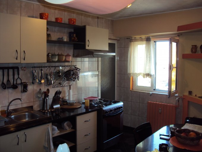 vanzare apartament decomandat, zona Nerva Traian, orasul Bucuresti, suprafata utila 95 mp