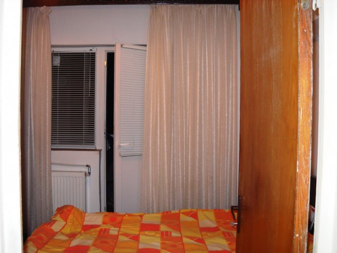 agentie imobiliara vand apartament decomandat, in zona Mosilor, orasul Bucuresti