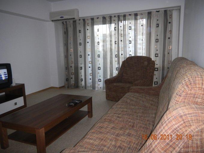 inchiriere apartament cu 3 camere, decomandat, in zona Piata Unirii, orasul Bucuresti