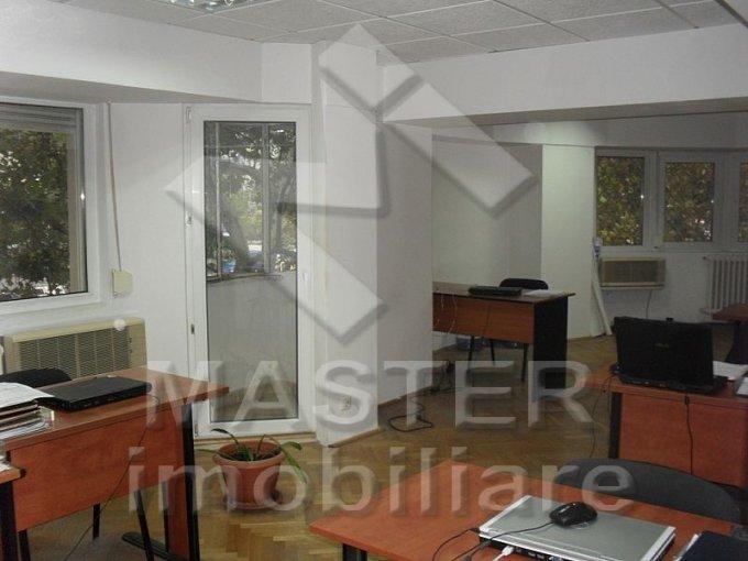 Bucuresti, zona Universitate, apartament cu 3 camere de inchiriat, Nemobilat