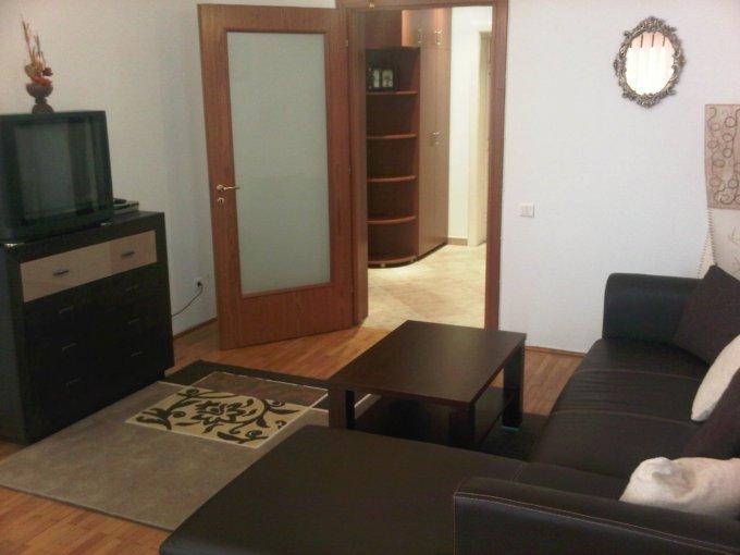 inchiriere Apartament Bucuresti cu 3 camere, cu 1 grup sanitar, suprafata utila 80 mp. Pret: 650 euro. Incalzire: Centrala proprie a locuintei. Racire: Aer conditionat.