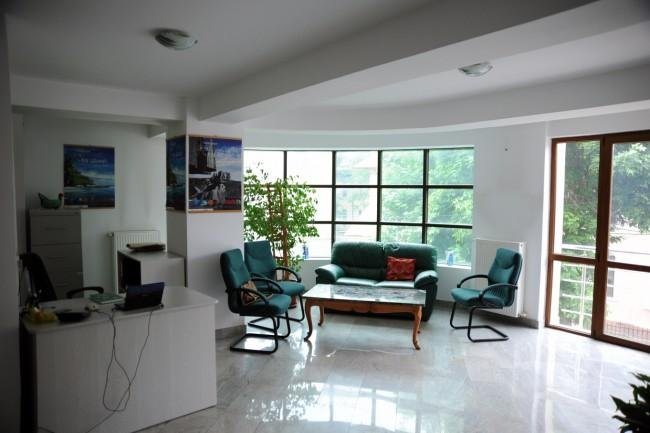 vanzare apartament cu 3 camere, decomandat, in zona Cotroceni, orasul Bucuresti