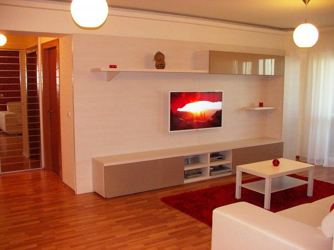 Apartament de vanzare direct de la proprietar, in Bucuresti, in zona Vitan, cu 84.500 euro negociabil. 1  balcon, 1 grup sanitar, suprafata utila 81 mp.