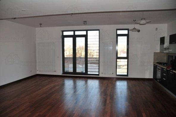 inchiriere Apartament Bucuresti cu 3 camere, cu 2 grupuri sanitare, suprafata utila 80 mp. Pret: 600 euro. Incalzire: Centrala proprie a locuintei. Racire: Aer conditionat.