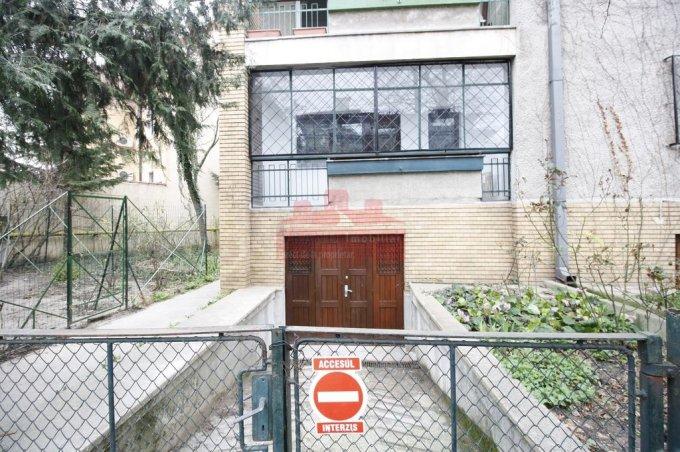 vanzare Apartament Bucuresti cu 3 camere, cu 2 grupuri sanitare, suprafata utila 90 mp. Pret: 185.000 euro negociabil. Incalzire: Centrala proprie a cladirii. Racire: Aer conditionat.
