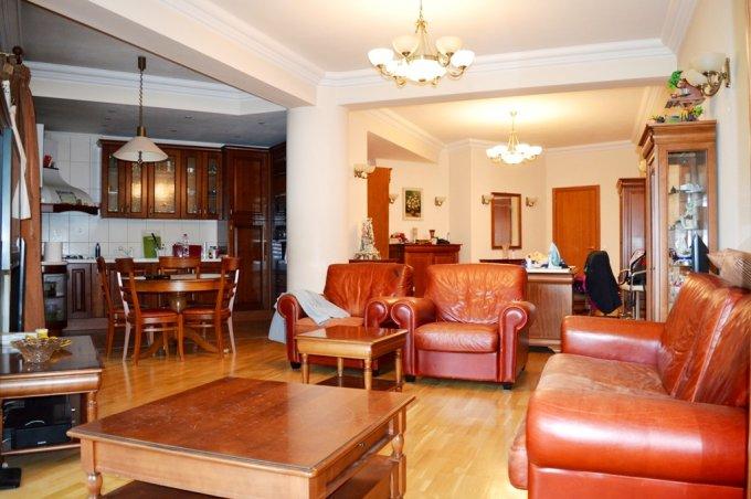 Apartament de vanzare direct de la agentie imobiliara, in Bucuresti, in zona Kiseleff, cu 215.000 euro. 2  balcoane, 2 grupuri sanitare, suprafata utila 111 mp.