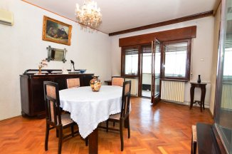 http://realkom.ro/anunt/vanzari-apartamente/realkom-agentie-imobiliara-unirii-oferta-vanzare-apartament-3-camere-100mp-piata-unirii/1311