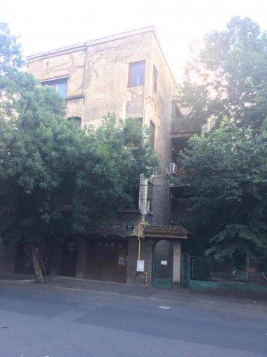 Duplex vanzare Bucuresti 3 camere, suprafata utila 79 mp, 1 grup sanitar, 1  balcon. 81.000 euro negociabil. Etajul 2 / 3. Duplex Mosilor Bucuresti