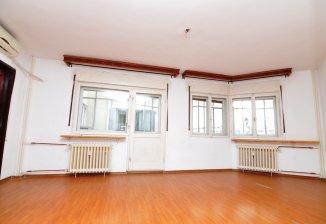 http://www.realkom.ro/anunt/inchirieri-apartamente/realkom-agentie-imobiliara-decebal-inchiriere-apartament-3-camere-decebal-zvon-cafe/1753