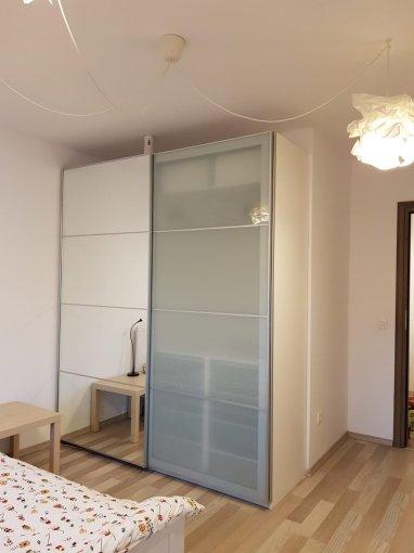 Apartament de inchiriat direct de la agentie imobiliara, in Bucuresti, in zona Prelungirea Ghencea, cu 450 euro. 1  balcon, 2 grupuri sanitare, suprafata utila 90 mp.