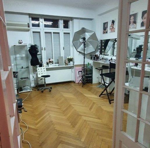 inchiriere Apartament Bucuresti cu 3 camere, cu 1 grup sanitar, suprafata utila 87 mp. Pret: 550 euro. Incalzire: Centrala proprie a locuintei. Racire: Aer conditionat.