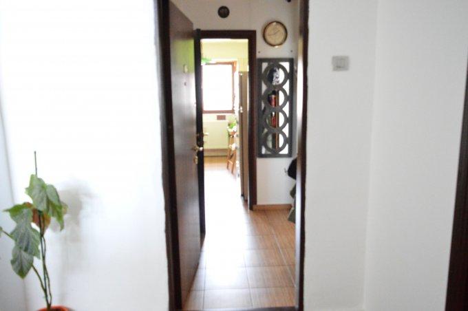 Apartament inchiriere Mosilor cu 3 camere, etajul 4 / 7, 2 grupuri sanitare, cu suprafata de 70 mp. Bucuresti, zona Mosilor.