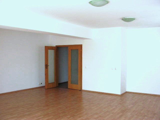 proprietar inchiriez apartament decomandata, in zona Floreasca, orasul Bucuresti
