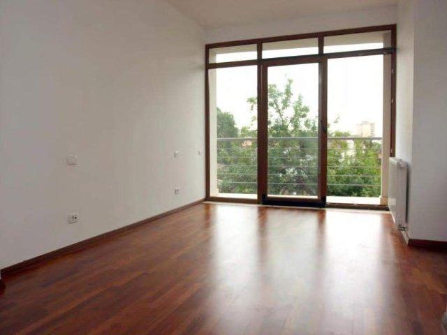 Bucuresti, zona Piata Victoriei, apartament cu 3 camere de vanzare