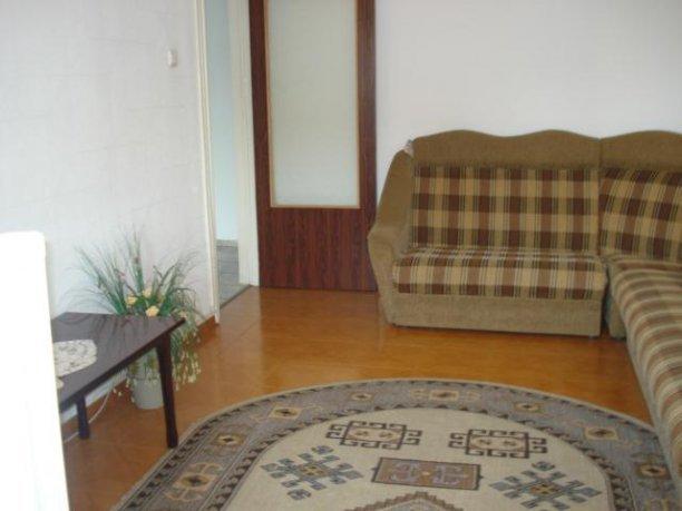 vanzare apartament cu 3 camere, decomandat, in zona Berceni, orasul Bucuresti